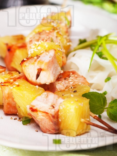 Пикантни шишчета със сьомга и ананас  - снимка на рецептата